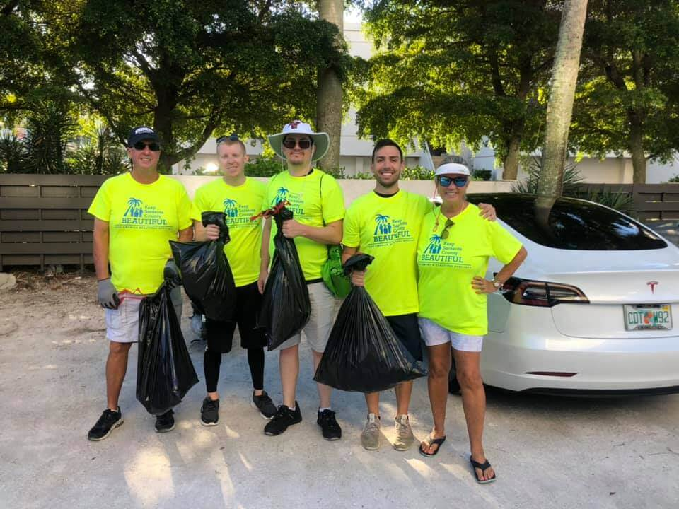 UCF Volunteers at clean up event